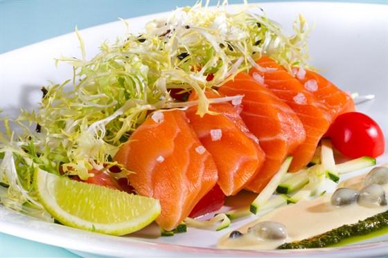 Ресторан Zagato Moscow Space - фотография 12 -  Салат с теплым лососем
