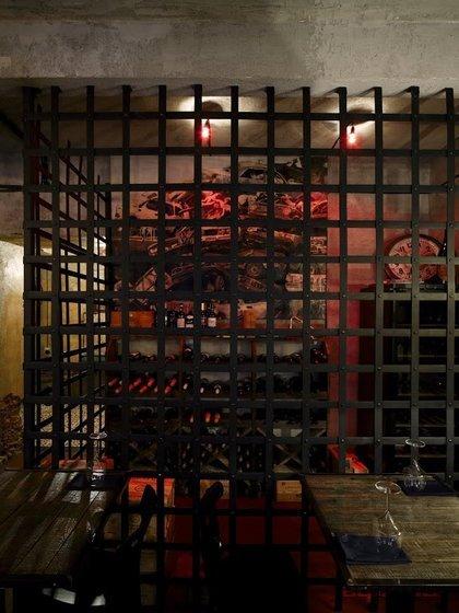 Ресторан Винный шкаф - фотография 1