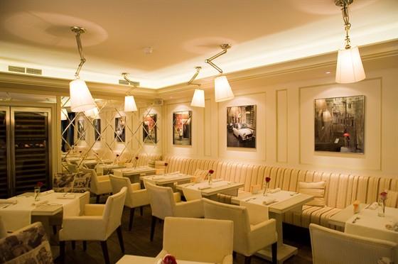 """Ресторан Черри мио - фотография 10 - Так выглядит некурящий зал ресторана """"Черри Мио"""""""
