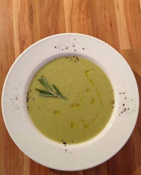 Ресторан Сэндвич-бар - фотография 14 - крем-суп из зеленой спаржи