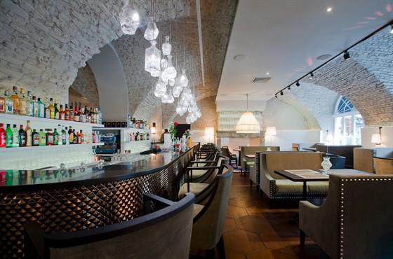 Ресторан Graf-in - фотография 16 - зал для курящих
