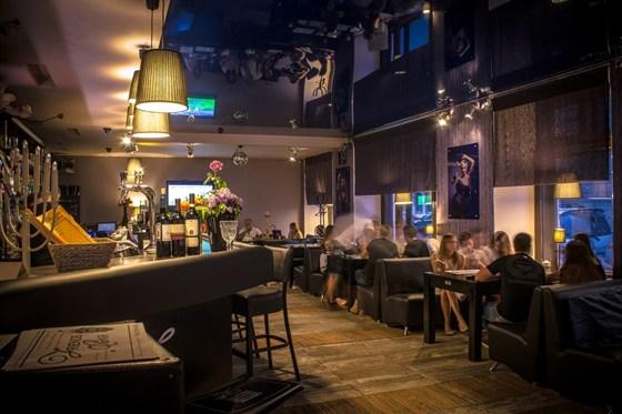 Ресторан Friends Bar - фотография 9