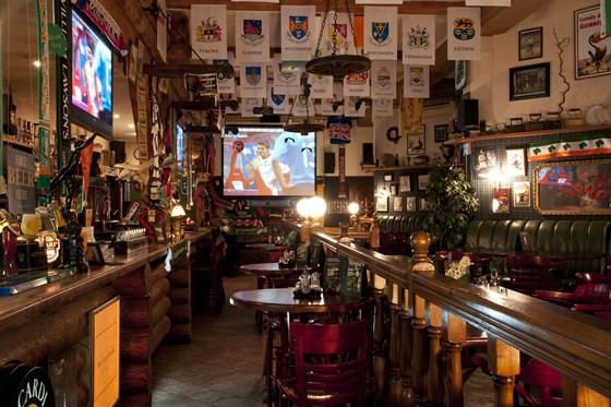 Ресторан Guinness Pub - фотография 4 - Старейший паб города Казани!