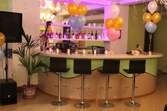 Ресторан Теплица - фотография 8 - Уютный банкетный зал. Стиль - классицизм. Оборудован аудио, видио и световой аппаратурой. Готов принять до 90 человек.