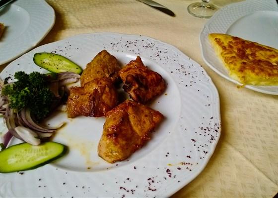 Ресторан Хинкальная на Неглинной - фотография 14 - Шашлык из телятины