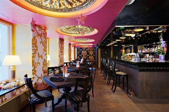 Ресторан Холст-масло - фотография 1 - Первый этаж ресторана, барная стойка
