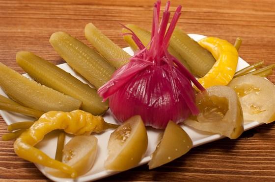 Ресторан Хинкальная на Щепкина - фотография 15 - Ассорти из домашних солений