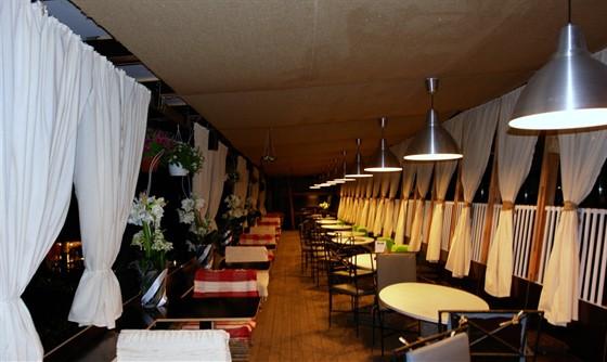 Ресторан Невинный садовник - фотография 4 - вечер