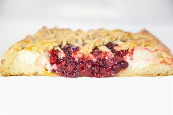 Ресторан Ешь пирог - фотография 1 - Пирог с брусникой
