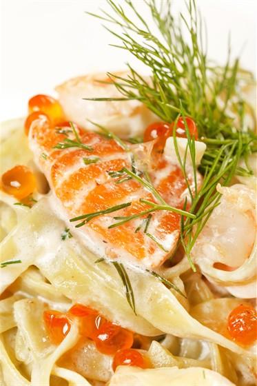 Ресторан La Fenice - фотография 11 - паста с красной икрой под сливочным соусом