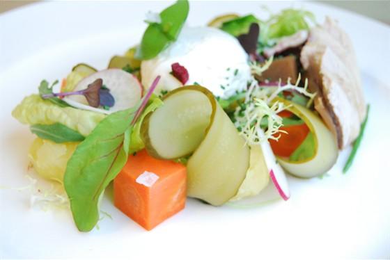 Ресторан Щислива - фотография 9 - Оливье с цесаркой