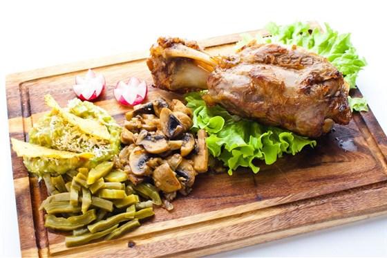 """Ресторан Mexican Club - фотография 3 - Свинина """"Чаморро"""" с кактусом """"Нопаль"""", очень популярно в Мексике"""