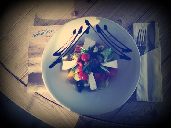 Ресторан Букинист - фотография 8 - Салат Греческий