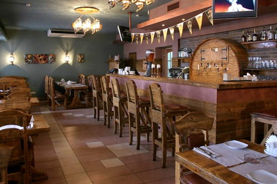 Ресторан Гроссбир - фотография 1 - Барная стойка сделанна из цельной древесины