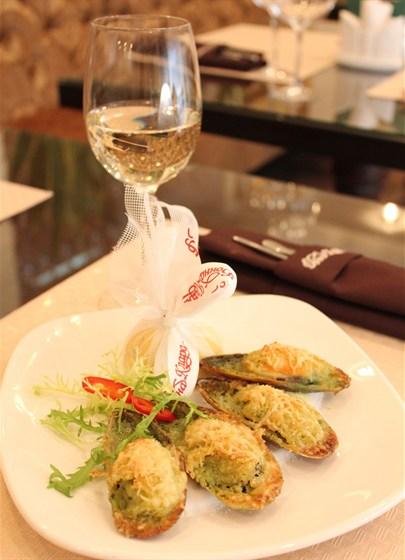Ресторан Донна Клара - фотография 18 - Мидии под сырной мантией