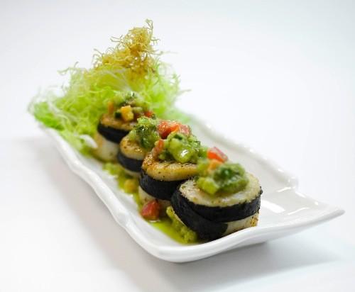 Ресторан Вертинский - фотография 8 - гребешки под соусом из авокадо