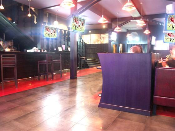 Ресторан Два Петра - фотография 1 - зал трансляций спортивных каналов, 18 экранов плазма, 2 больших проектора