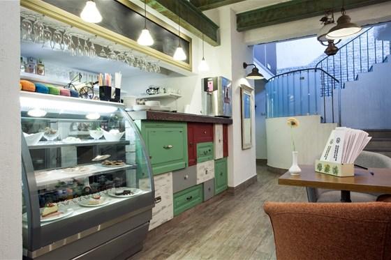 Ресторан Всякая всячина - фотография 1 - Барная стойка