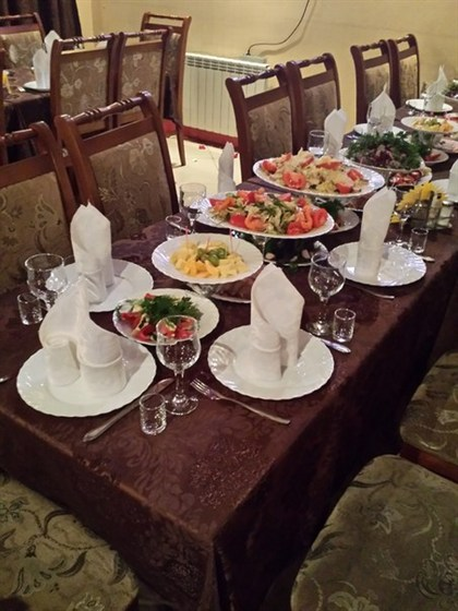Ресторан Виват - фотография 7 - сколько еды в два ряда