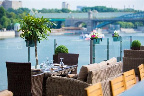 Ресторан Нескучный сад - фотография 5 - Летняя терраса