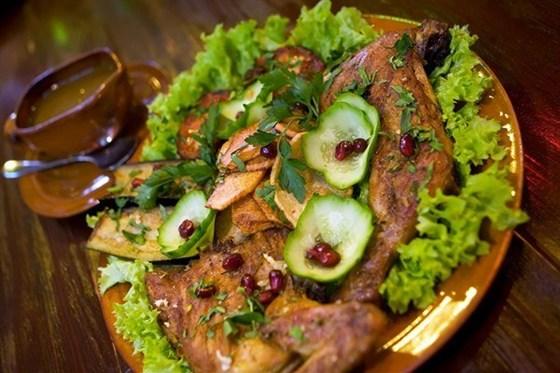 Ресторан Кавказский дворик - фотография 1 - Цыпленок-табака Порция: 300\50гр.