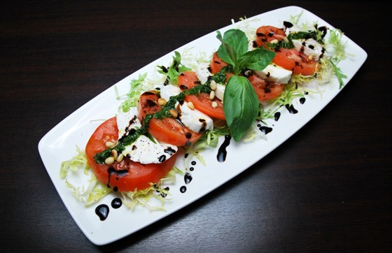 Ресторан Felice - фотография 10 - Моцарелла Буффало с Помидорами 350 рублей