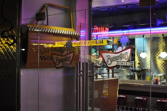 Ресторан Beverly Hills Diner - фотография 8