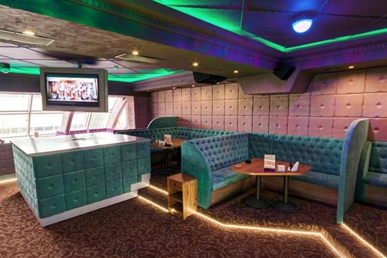 Ресторан Пив & Ко - фотография 7 - Караоке-зал в ресторане работает ежедневно!