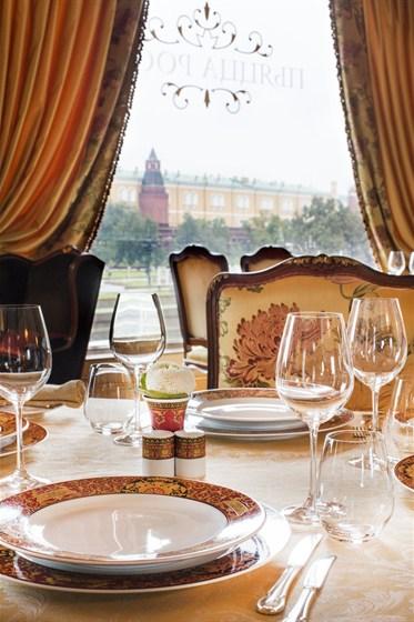 Ресторан Пьяцца Росса - фотография 3 - Кремль видно почти с любого места в ресторане.