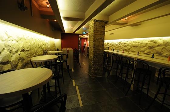 Ресторан Виносыр - фотография 2 - Второй зал - для курящих (ресторан)