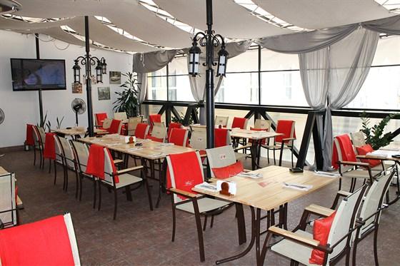 Ресторан Jimmy's Pub - фотография 4 - Летняя терраса, обновляется каждый год.
