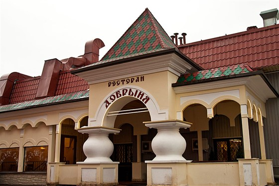 Ресторан Добрыня - фотография 7 - вход