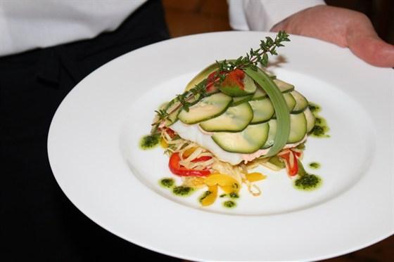 Ресторан Лехаим - фотография 9 - Филе судака под покрывалом из цукини