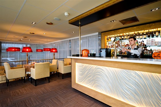 "Ресторан Гарден - фотография 13 - ""АРТ Лобби-бар"" круглосуточно предлагает весь ассортимент блюд ресторана ""Гарден"""