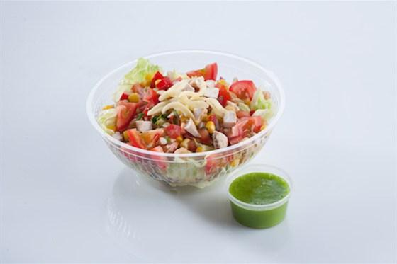 Ресторан Такорама - фотография 6 - Салат Гранде с лайм-авокадо заправкой