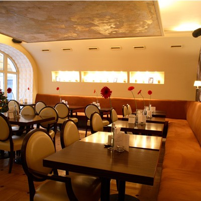 Ресторан Mi piace - фотография 4 - Зал для курящих.
