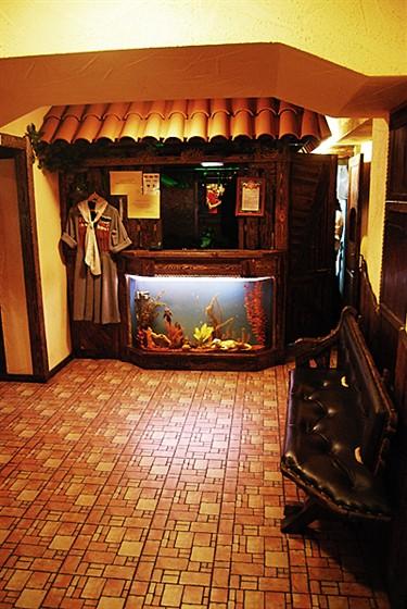 Ресторан Старый дом  - фотография 8 - Гардероб