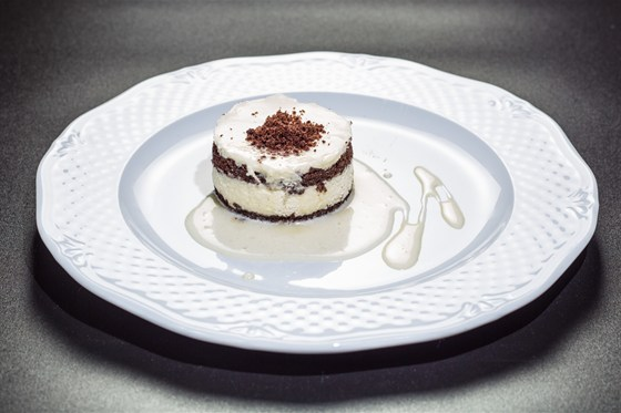 Ресторан Аэрокафе - фотография 16 - Сметанный десерт с ванильным соусом!