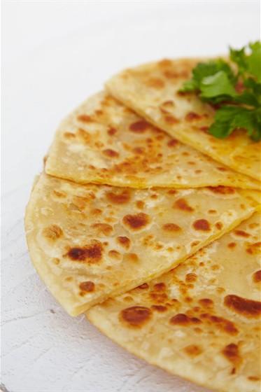 Ресторан Studio Basmati - фотография 13 - Paratha (маленькие лепешки с различными начинками)