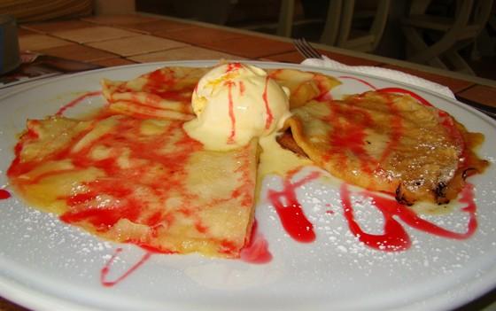 Ресторан Пронто - фотография 4 - Блины с мороженым