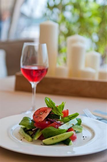 Ресторан Пирс - фотография 9 - Салат из бакинских томатов