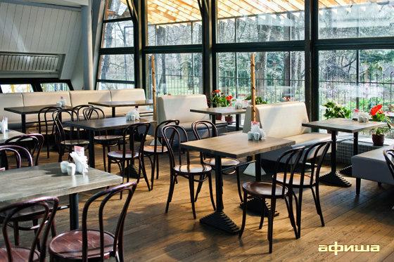 Ресторан Eat & Talk. В саду - фотография 13