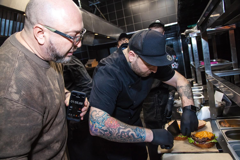 «Люди хотят, чтобы из бургера текло»: как устроен Black Star Burger