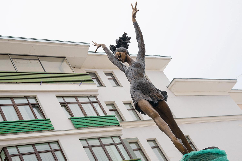 Что не так с памятником Плисецкой. Да и со всеми остальными памятниками