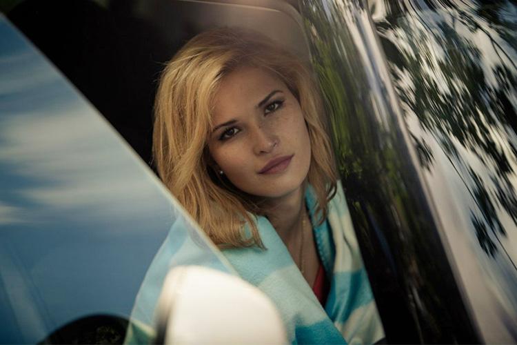 Невероятно сладкая блондинка