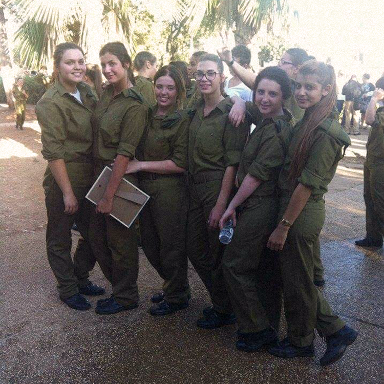 Мама приезжала ко мне в армию для секса с друзьями