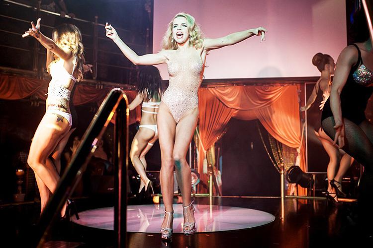 Стриптизерши в клубе стриптиз видео в доме, порноассорти смотреть видео