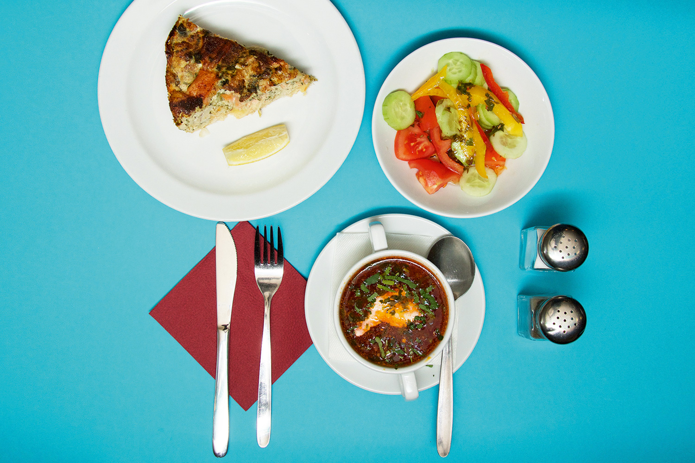 Суп дня, салат из свежих овощей, пирог, 240 р.