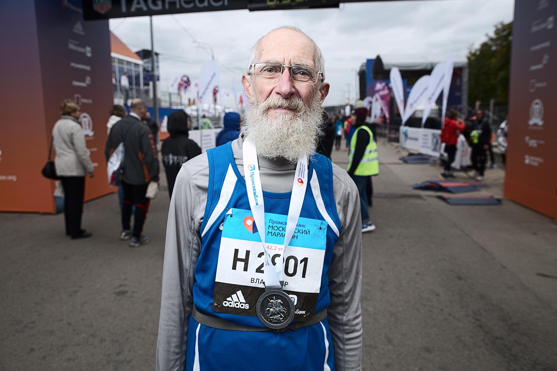 «Готов есть асфальт»: что испытывают люди, которые пробегают марафон последними