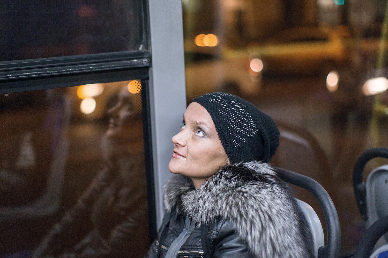 видео приставание в автобусе русское